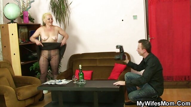 伟大的变性人在一个摄像头 波兰成熟的色情片