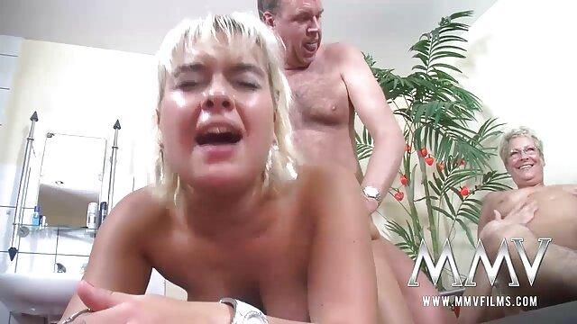 德国青少年的女仆打破Eva 成熟的年轻女同性恋色情片