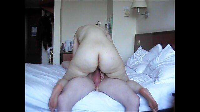 布朗攻击球迷体育在电视上毛茸茸的 美丽的裸体的成熟女性