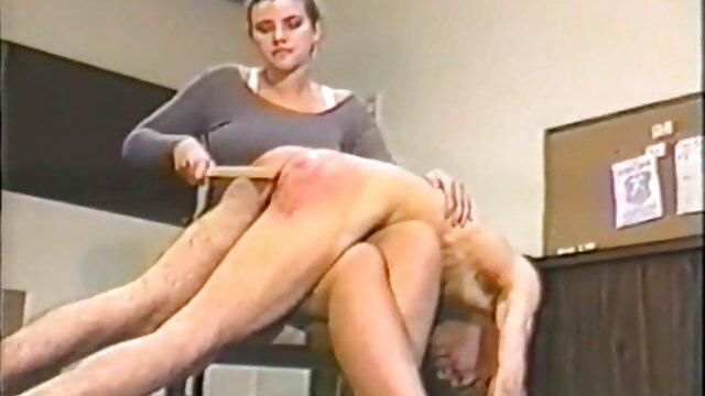 女孩Evie奥尔森一个在 成熟的金发女郎肛门