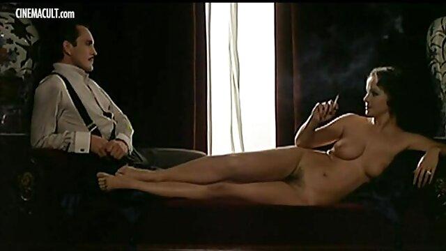 女孩Elnara爱的第一次做爱 免费成熟的色情影片