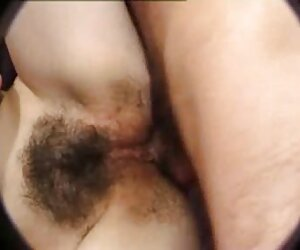 日本学校主公鸡坐在她的阴部。 毛茸茸的奶奶色情