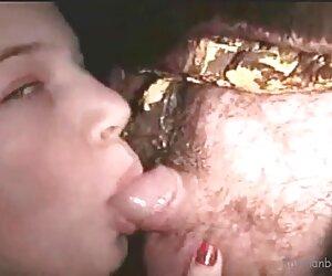 你拉屎在红嘴的两个姐妹抓住了电话 奶奶角质