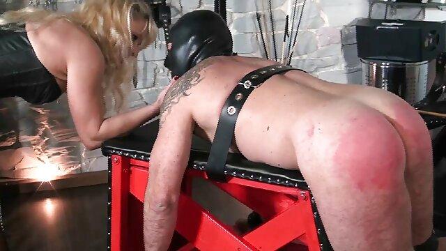 占主导地位的我带来交付暨,奴隶。 业余奶奶色情