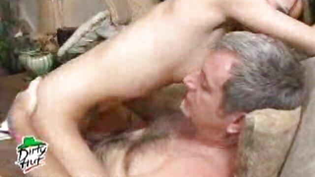 外国Huy给你一个很好的打击工作,然后一个工作与奶。 成熟的色情影片