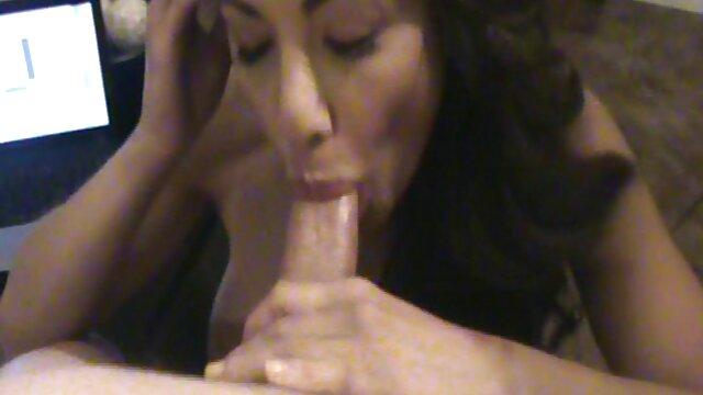 手淫,乌木,肛门在楼梯上。 免费的成熟性别的视频 MP4