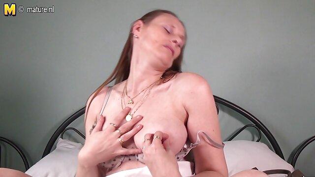 艾拉的新一批奶油 奶奶内裤色情
