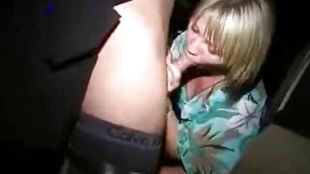 女朋友业余惊人的自然脂肪 女同性恋老和年轻的色情片