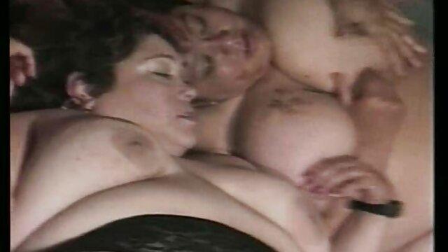 家庭主妇狗屎在你的屁股为一个冰淇淋卖家 成熟下垂的胸照片