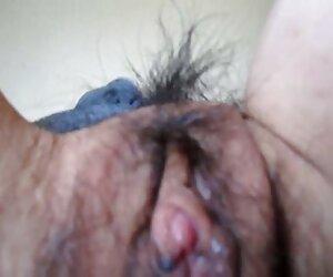 可爱的Gia佩奇设置肛门在桌子上 奶奶大阴蒂