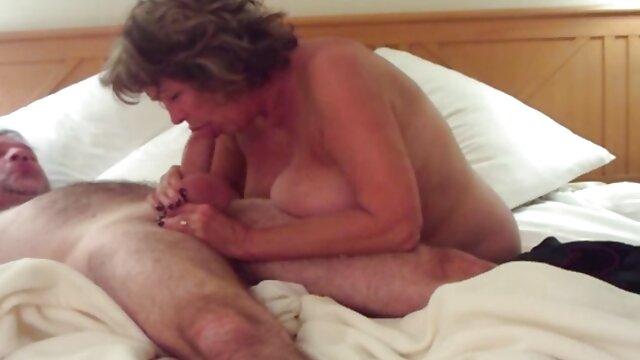 钻石正朝着系统,和性欲,玛丽莲。 成熟的裸体管