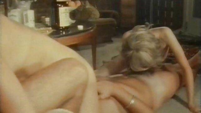 埃琳娜琼斯,娜塔莎Yarovenko所有妇女在一个房间在罗马 成熟的裸体夫妇