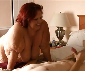 金发大薪调酒师在性质。 德国成熟的肛门